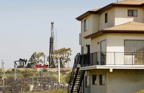 Fracking activity in Baldwin Hills near residential area, Los Angeles